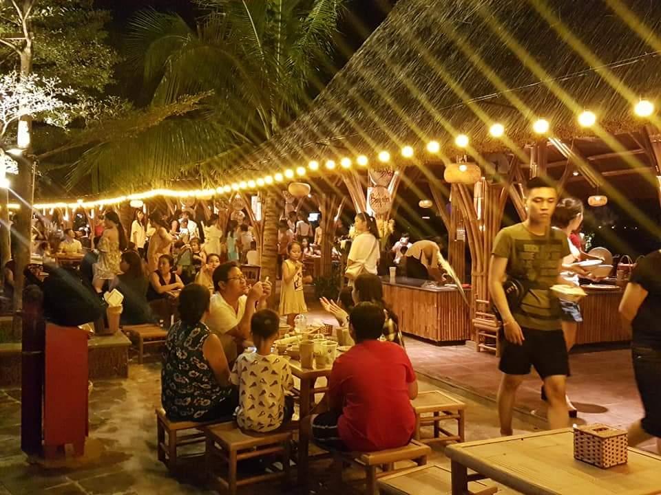 Những ngày cao điểm, khu chợ đêm Đồng Hới phục vụ cho gần 1.500 thực khách.