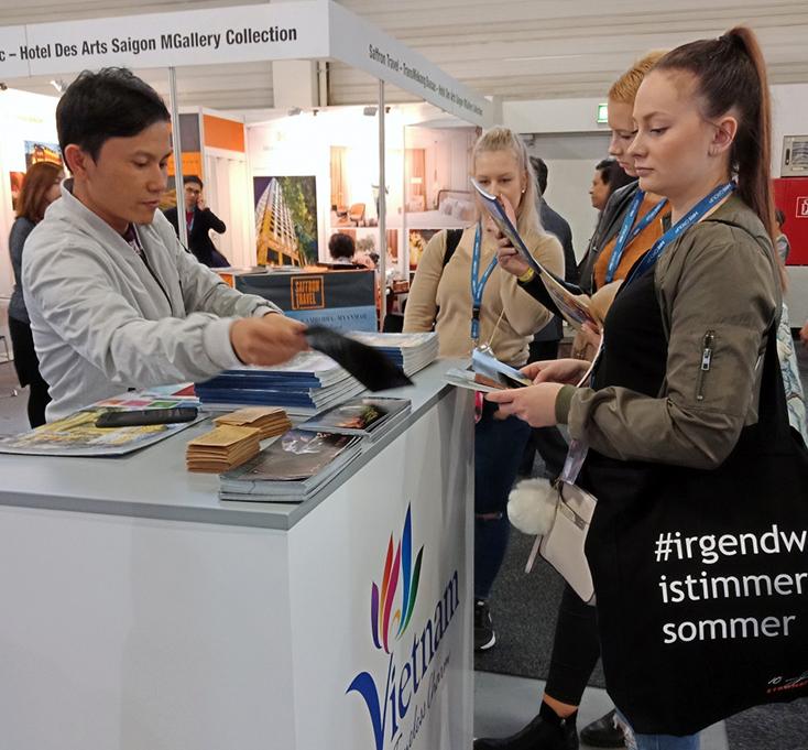 Gian hàng du lịch Quảng Bình tại hội chợ ITB Berlin thu hút sự quan tâm lớn của khách du lịch quốc tế.