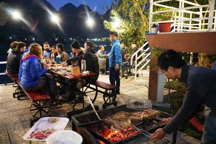 Bữa tiệc tất niên ấm áp tại Areca Bungalow.