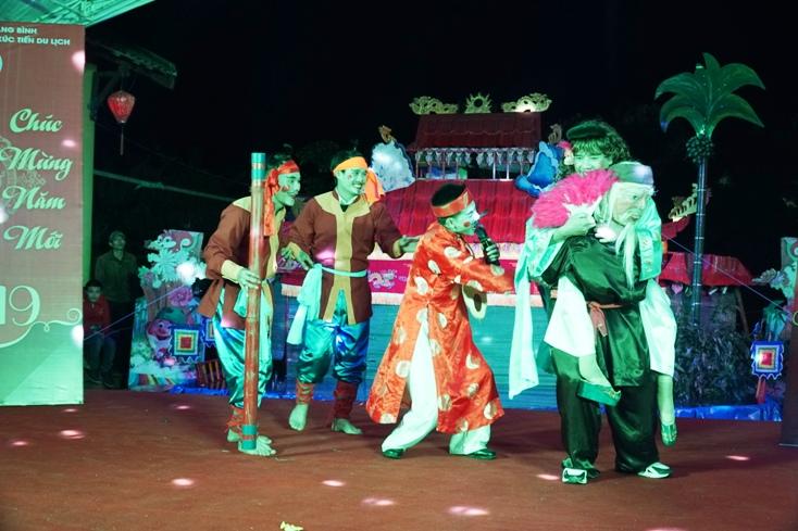 Tiết mục tuồng bội Khương Hà (xã Hưng Trạch) xuất hiện trong chương trình đón chào năm mới 2019.