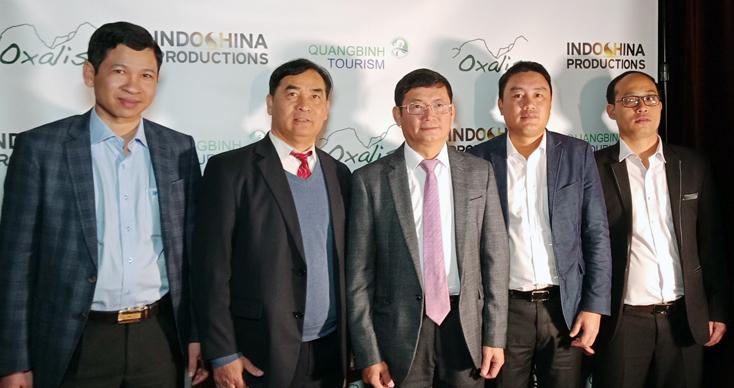 Đoàn công tác tỉnh Quảng Bình và đại diện Tổng lãnh sự quán Việt Nam tại San Francisco chụp ảnh lưu niệm tại chương trình.