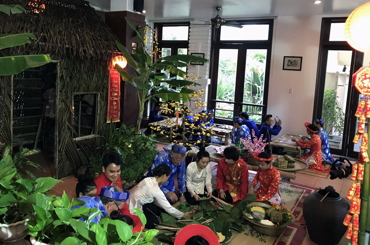 Những trò chơi dân gian ngày Xuân ở Sun Spa Resort (TP. Đồng Hới) thu hút nhiều du khách tham gia.