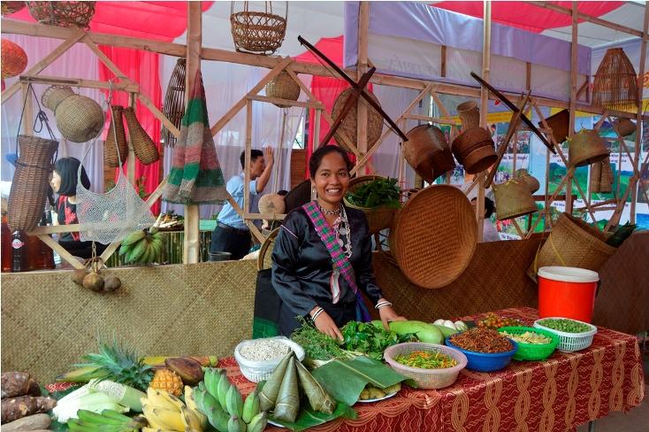 Hội Rằm tháng ba Minh Hóa là dịp để trưng bày, giới thiệu các sản phẩm đặc trưng của địa phương.