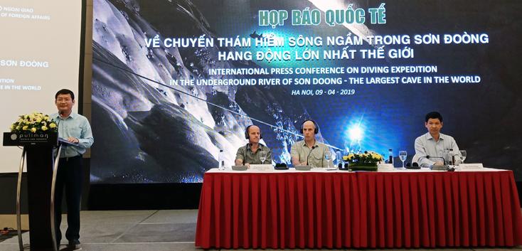 Đồng chí Trần Tiến Dũng, Phó Chủ tịch UBND tỉnh phát biểu tại buổi họp báo.