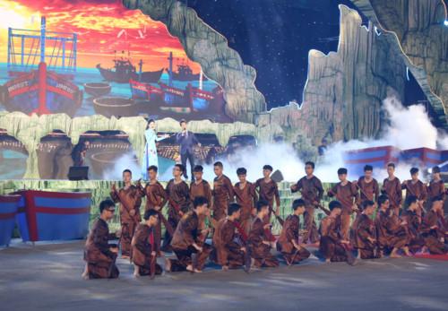 Tiết mục Quảng Bình quê ta ơi mở màn chương trình nghệ thuật khai mạc Lễ hội hang động Quảng Bình năm 2019