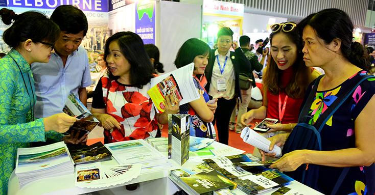 Gian hàng du lịch Quảng Bình luôn thu hút sự quan tâm của nhiều du khách.