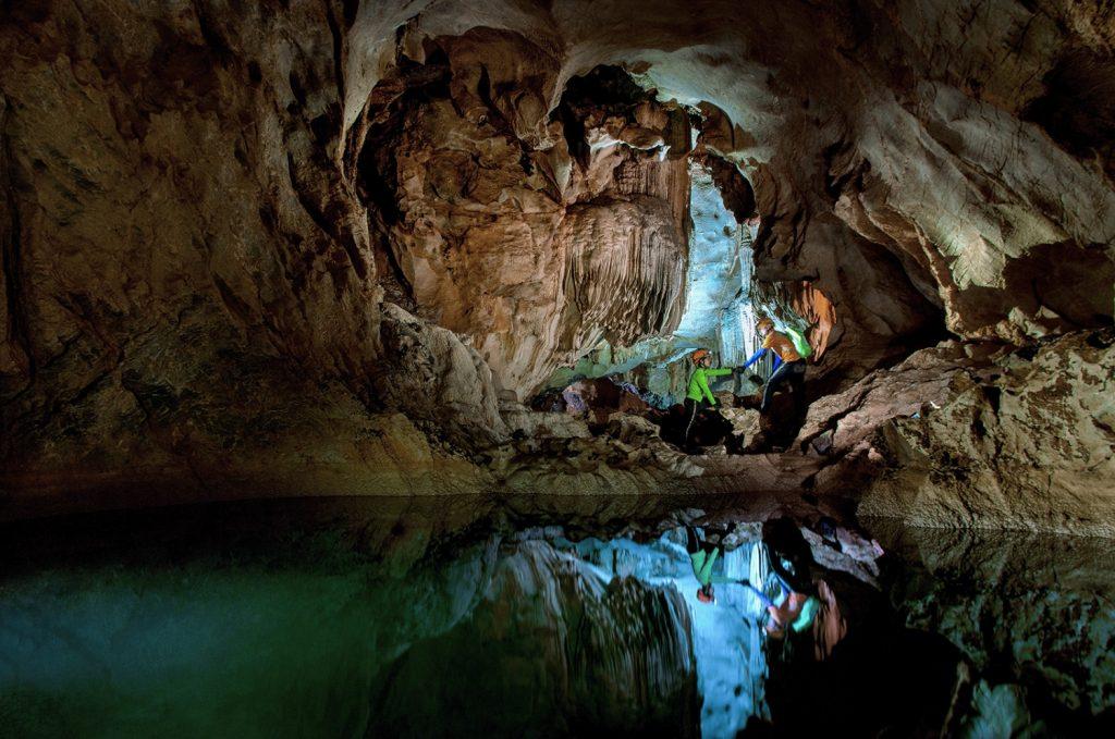Vẻ đẹp của hệ thống hang động Chà Lòi